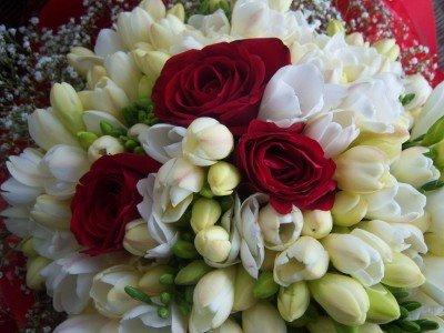 f5812a715785 Sin dai tempi antichi la sposa veniva ornata con fiori d arancio simbolo di  purezza e fecondità. Questa tradizione di origine araba giunse a noi tra il  VII ...